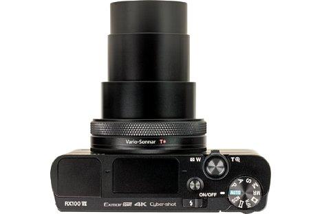 Bild Bei vollem Zoom reckt sich das Objektiv der Sony DSC-RX100 VII deutlich in die Länge. [Foto: MediaNord]