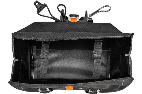 Bild Das Ortlieb Handlebar-Pack QR besitzt keinerlei Innentaschen. Nur zwei Gurte erlauben es, die Ladung etwas zu verzurren. [Foto: Ortlieb]