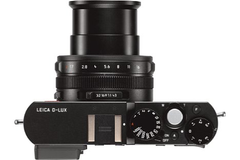 """Bild Blendenring, Belichtungszeitenrad sowie Belichtungskorrekturrad sorgen für eine """"analoge"""" Bedienung der Leica D-Lux (Typ 109). [Foto: Leica]"""