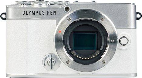 Bild Das Micro-Four-Thirds-Bajonett der Olympus Pen E-P7 ist aus Metall gefertigt. [Foto: MediaNord]