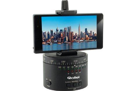 Bild Mit einem speziellen im Zubehörhandel erhältlichen Halter lassen sich auch Smartphones auf dem Panoramateller montieren. [Foto: Rollei]