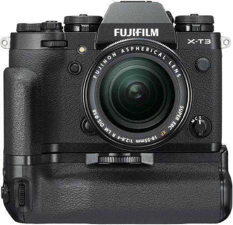 Bild Fujifilm X-T3 mit XF 18-55 mm und VPB-XT3 Batteriegriff. [Foto: Fujifilm]