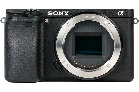 Bild Das Bajonett hat Sony bei der Alpha 6300 extra verstärkt, damit es auch größere Objektive tragen kann. [Foto: MediaNord]