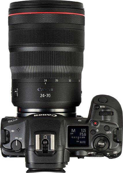 Bild Wie bei der EOS R kommt auch bei der Canon EOS R5 ein Schulterdisplay zum Einsatz, das neben dem Aufnahmemodus auch die wichtigsten Belichtungseinstellungen anzeigt. [Foto: MediaNord]