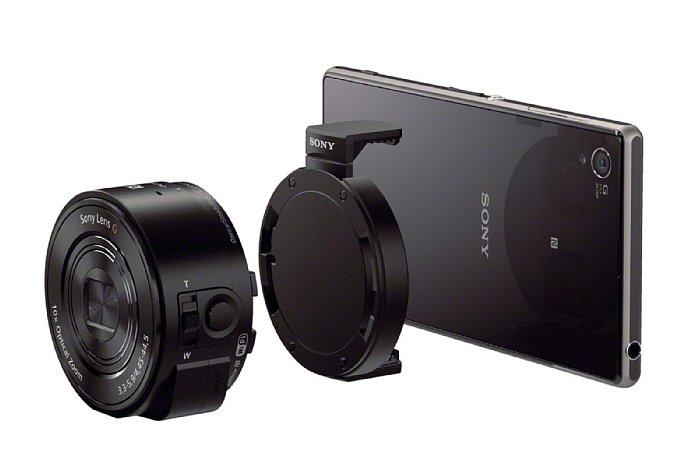 Bild Die Kameramodule QX100 und QX10 (im Bild) werden via Bajonett-Adapter ans Smartphone geklippt. [Foto: Sony]