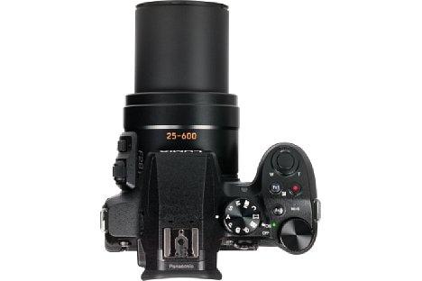 Bild Das optische 24-fach-Zoom der Panasonic Lumix DMC-FZ300 fährt bis zu 5,5 Zentimeter aus dem Gehäuse heraus. Es erreicht stolze 600 Millimeter Brennweite (KB-Äquivalent) mit einer hohen Lichtstärke von F2,8. [Foto: MediaNord]