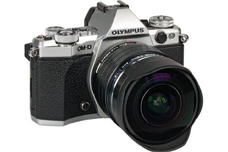 Bild Die Olympus OM-D E-M5 II mit 8 mm 1.8 ED Pro Fisheye ist robust konstruiert, besitzt eine eingebaute Streulichtblende und ist spritzwassergeschützt. [Foto: MediaNord]