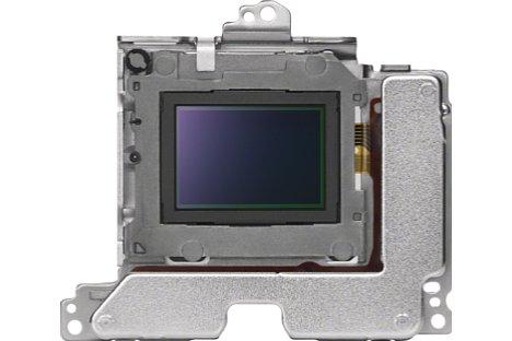 Bild Der Sensor-Shift-Bildstabilisator der Sony Alpha 6500 arbeitet mit fünf Achsen und ermöglicht somit bis zu fünf Blendenstufen längere Belichtungszeiten. [Foto: Sony]
