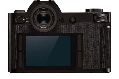 Bild Der rückwärtige Bildschirm der Leica SL ist fest verbaut. Er misst 7,5 Zentimeter in der Diagonale und löst 1,04 Millionen Bildpunkte auf. Das 3:2-Display wird von einem krastfesten und mit einer Antireflexbeschichtung versehenen Glas geschützt. [Foto: Leica]