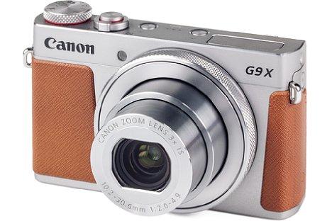Bild Die Canon PowerShot G9 X Mark II in silber wirkt sehr edel mit der braunen Belederung. [Foto: MediaNord]