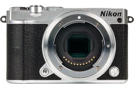 """Bild Die Nikon 1 J5 besitzt einen 13,2 mal 8,8 Millimeter kleinen 1""""-Sensor, der in rückwärtig belichteter BSI-CMOS-Bauweise ausgeführt ist. [Foto: MediaNord]"""