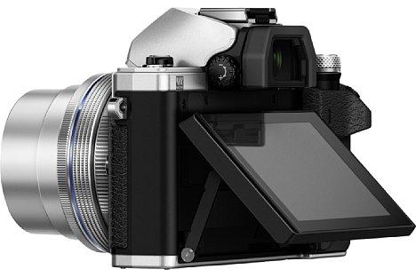 """Bild Der rückwärtige, klappbare 3""""-Touchscreen der Olympus OM-D E-M10 Mark II besitzt nun eine spezielle Beschichtung gegen Fingerabdrücke, zudem kann der Fokuspunkt nun auch bei Verwendung des Suchers per Fingertipper gewählt werden. [Foto: Olympus]"""