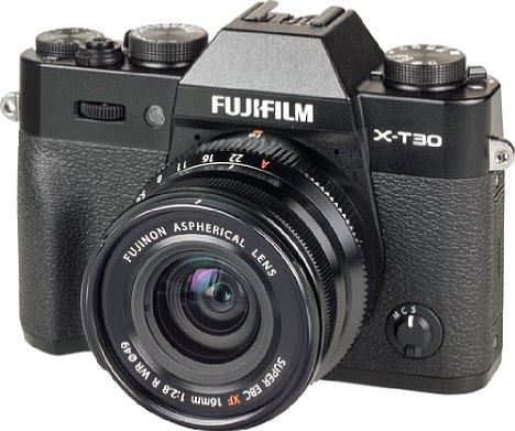 Bild An der kompakten Fujifilm X-T30 macht das Fujinon XF 16 mm F2.8 R WR eine sehr gute Figur, aber auch zu anderen kleinen Fujifilm-Gehäusen, wie etwa der X-E3, passt das Objektiv hervorragend. [Foto: MediaNord]