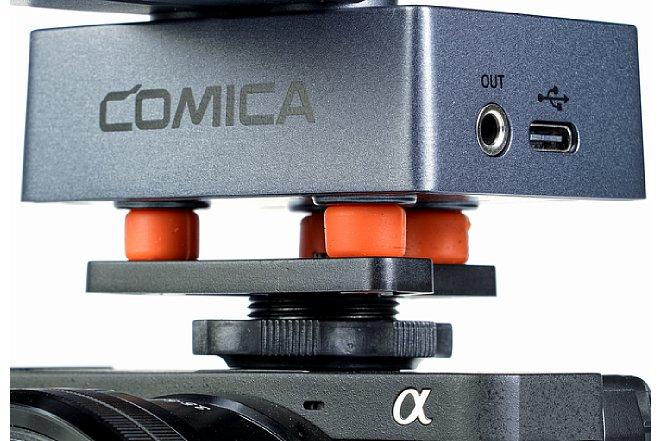 Bild Die Gummifüße sorgen für eine Entkopplung desComica Traxshot von der Kamera oder einem Stativ. [Foto: MediaNord]