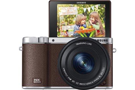 Bild Der um 180 Grad nach oben klappbare Bildschirm der Samsung NX3000 macht die Kamera zu einer Selfie-Königin. [Foto: Samsung]