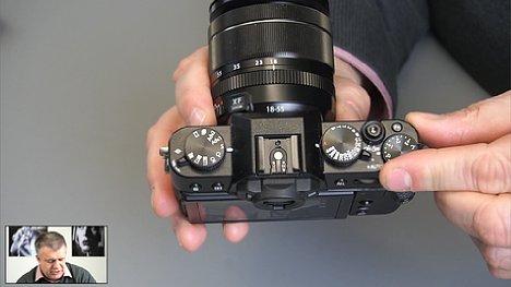 Bild In separaten Einzelvideos wiederholt Uli Soja die besprochenen Einstellungen noch einmal für einzelne Kameratypen, hier die Fujifilm X-30. [Foto: MediaNord]