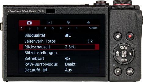 Bild Der rückwärtige Touchscreen der Canon PowerShot G5 X Mark II lässt sich um 45 Grad nach unten und sogar um 180 Grad nach oben klappen, Selfies, bodennahe und Über-Kopf-Aufnahmen sind damit kein Problem. [Foto: MediaNord]
