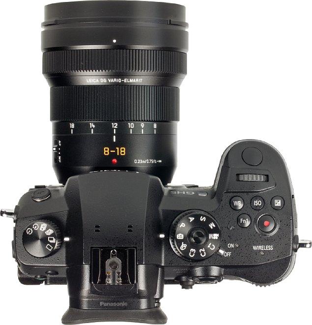 Bild Die Brennweitenangaben beim Panasonic Leica DG Vario-Elmarit 8-18 mm F2.8-4 ASPH sind eingraviert und weiß ausgelegt, was sie gut sichtbar macht. Der großzügige Zoomring erlaubt eine sehr feine und präzise Brennweitenwahl. [Foto: MediaNord]