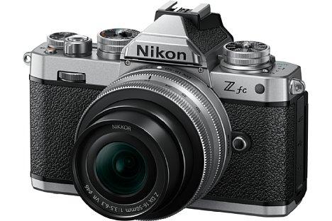 Bild Das Design sowie die Größe der neuen Nikon Z fc lehnen sich stark an das der Nikon FM2 von 1982 an. Der Nikon-Schriftzug der 1980er wurde sogar 1:1 kopiert. [Foto: Nikon]