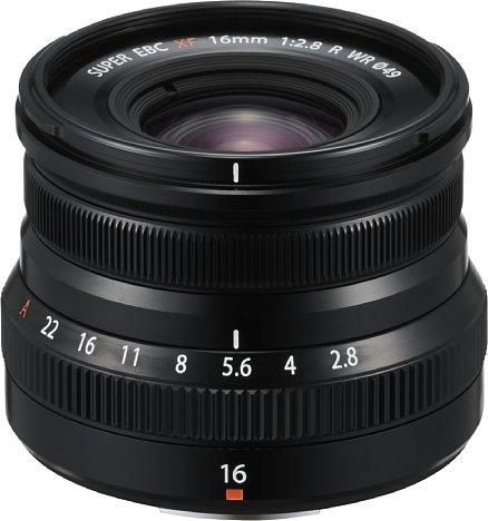 Bild Das Fujifilm Fujinon XF 16 mm F2.8 R WR ist äußerst klein und leicht, aber dennoch robust gebaut (Aluminiumgehäuse mit Staub- und Spritzwasserschutz). [Foto: Fujifilm]