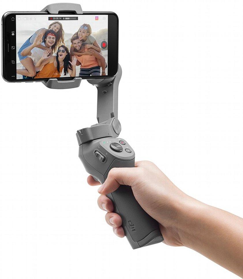 Bild Der DJI Osmo Mobile 3 liegt gut in der Hand, ist aber für kleine Hände vielleicht schon etwas zu groß. [Foto: DJI]