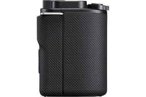 Bild Der Handgriff der Sony ZV-E10 verfügt über eine modern designte rutschfeste Gummierung. [Foto: Sony]