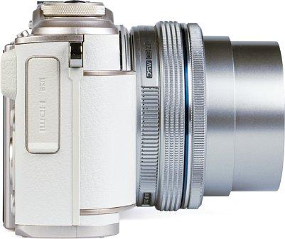 Bild Auf der rechten Seite der Olympus Pen E-PL10 ist die einfache Abdeckung für die HDMI- und USB-Schnittstelle zu finden. [Foto: MediaNord]