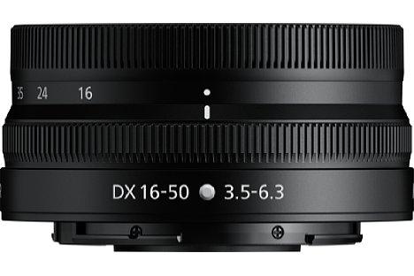 Bild Eingefahren misst das Nikon Nikkor Z DX 16-50 mm F3.5-6.3 VR 32 Millimeter in der Länge. Auch das Gewicht ist mit 135 Gramm sehr gering. [Foto: Nikon]