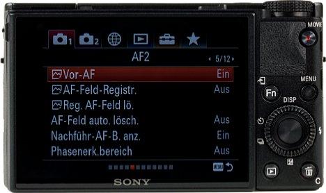 Bild Der 7,5 Zentimeter große Touchscreen nimmt fast die gesamte Rückseite der Sony RX100 VI ein. Leider bietet er keine automatische Helligkeitsregelung und leuchtet in hellen Umgebungen zu dunkel, solange man den Sonnenmodus nicht aktiviert. [Foto: MediaNord]