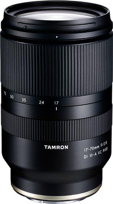 Bild Das Tamron 17-70mm F2.8 Di III-A VC RXD ist das aktuell zoomstärkste F2,8-Zoom. Es eignet sich für APS-C-Kameras mit Sony-E-Anschluss und deckt 26-105 mm entsprechend Kleinbild ab. [Foto: Tamron]