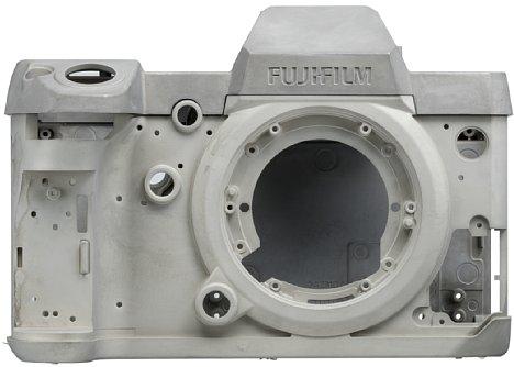 Bild Das Chassis der X-H1 besteht aus einer Magnesiumlegierung und lässt erahnen, wie robust die Kamera ist. [Foto: Fujifilm]