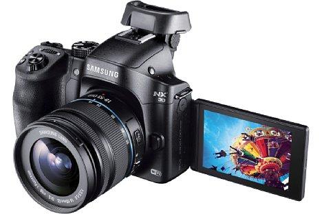 Bild Die spiegellose Systemkamera Samsung NX30 löst als neues Spitzenmodell die NX20 ab und bietet unter anderem ein schwenk- und drehbares Display. [Foto: Samsung]