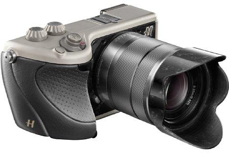 Bild Angefangen hat alles auf der Photokina 2012 mit der Hasselblad Lunar, die auf der Sony NEX-7 basiert. Der ergonomische Griff wird nicht nur in schwarzem Leder, ... [Foto: Hasselblad]