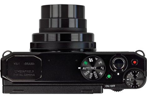 Bild Die Pentax MX-1 besitzt ein F1,8-2,8 lichtstarkes Vierfachzoom von umgerechnet 28-112 Millimeter. [Foto: MediaNord]