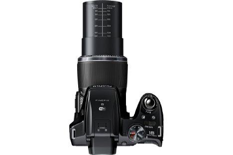Bild Auch die Fujifilm FinePix S9400W verfügt über das 50-fach-Zoom von 24-1.200 Millimeter. [Foto: Fujifilm]