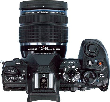 Bild Das Programmwählrad der Olympus OM-D E-M1 Mark III bietet nun erstmals eine Bulb-Position. Zudem lassen sich die Kameraeinstellungen via App sichern und auf eine andere E-M1 Mark III übertragen. [Foto: MediaNord]