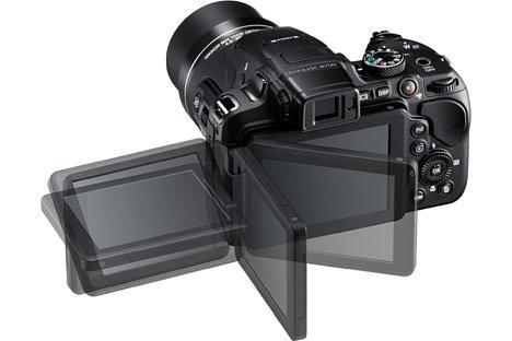 Bild Der 7,5 Zentimeter große Bildschirm der Nikon Coolpix B700 löst 921.000 Bildpunkte auf. Dank Schwenk- und Drehmechanismus erlaubt er Aufnahmen aus allen erdenklichen Perspektiven. [Foto: Nikon]