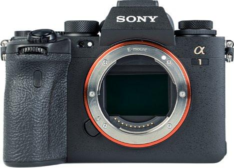 Bild Das Herzstück der Sony Alpha 1 ist ihr 50 Megapixel auflösender Kleinbildsensor. Der CMOS-Sensor ist in rückwärtig belichteter (BSI) Technik aufgebaut und besitzt zudem mehrere Schichten (Stacked-Sensor) mit AD-Wandlern und DRAM als Zwischenspeicher. [Foto: MediaNord]