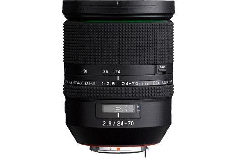 Bild Das Pentax HD DFA 24-70 mm F2.8 ED SDM WR besitzt ein Kunststoffgehäuse mit breitem Fokusring. [Foto: Pentax]