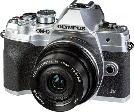 Bild Die Olympus OM-D E-M10 Mark IV ist mit dem 14-42 mm ED EZ eine elegante Kamera für jede Gelegenheit. [Foto: MediaNord]