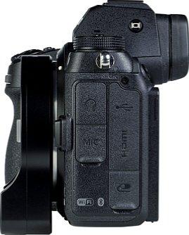 Bild In der Seitenansicht zeigt sich, wie der Megadap MTZ11 über die Kamera hinausragt und macht deutlich, wie wenig Platz für eine Stativschnellwechseleinrichtung bleibt. [Foto: MediaNord]