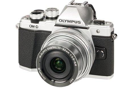 Bild Zwar ist das OM-D-Design bei der Olympus OM-D E-M10 Mark II unverkennbar, aber gegenüber dem Vorgängermodell gibt es einige Änderungen, die auch die Ergonomie betreffen. [Foto: MediaNord]
