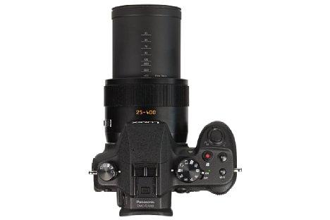 Bild Das 16-fach-Zoom der Panasonic Lumix DMC-FZ1000 besitzt kleinbildäquivalente Brennweitenmarkierungen auf dem ausfahrenden Tubus. [Foto: MediaNord]