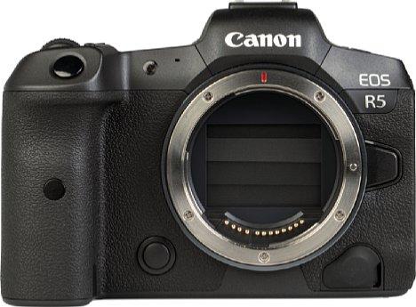 Bild Standardmäßig ist der Verschluss der Canon EOS R5 geschlossen, per Menü lässt er sich aber auch einstellen, dass er nach dem Ausschalten der Kamera offen bleibt. Etwas ungewöhnlich ist die Positionierung des Fernauslöseanschlusses rechts unten. [Foto: MediaNord]