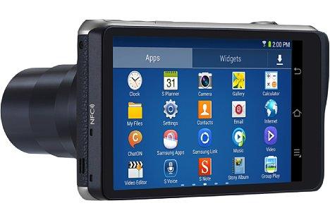 Bild Auf der Rückseite offenbart die Samsung Galaxy Camera 2 (GC200) ein üppiges 12,1 Zentimeter großes Display und lässt sich via Android 4.3 wie ein Smartphone bedienen. [Foto: Samsung]