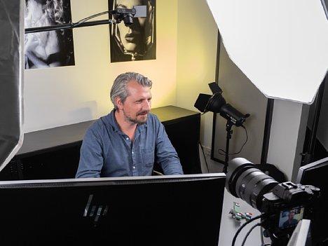 """Bild Manuel Quarta bei der Produktion des Schulungs-Videos """"Nikon Z-System Spezial"""". [Foto: MediaNord]"""