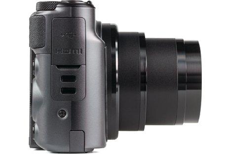 Bild Auf der rechten Seite der SX730 HS befinden sich die Anschlüsse für HDMI- und USB. [Foto: MediaNord]