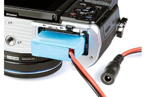"""Bild Mit einem """"selbstgedruckten"""" Akku-Dummy lassen sich auch Kameras mit Dauerstrom versorgen, wenn Kamerahersteller keine solche Peripherie anbieten. [Foto: MediaNord]"""