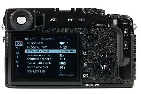 Bild Der rückwärtige 7,6cm-Bildschirm der Fujifilm X-Pro2 löst mit 1,6 Millionen Bildpunkten sehr fein auf, das Highlight ist jedoch der optisch-elektronische Hybridsucher. [Foto: MediaNord]