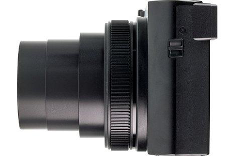 Bild Die linke Seite der TZ202 beherbergt bis auf die Schlaufenhalterung keine technischen Elemente der Kamera. [Foto: MediaNord]
